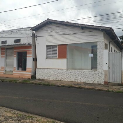 Vende-se casa ideal para uso comercial no Centro de Araxá MG