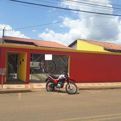 Vende-se casa na Avenida Terêncio Pereira, Veredas - Araxá MG