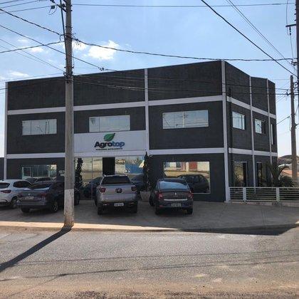 Vende-se imóvel para uso comercial na Av. Pedro de Paula Lemos - Araxá MG