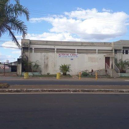 Aluga-se imóvel  comercial na Av. Amazonas - Araxá MG