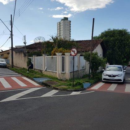 Vende-se casa na Rua Luiz Colombo, no Centro de Araxá MG