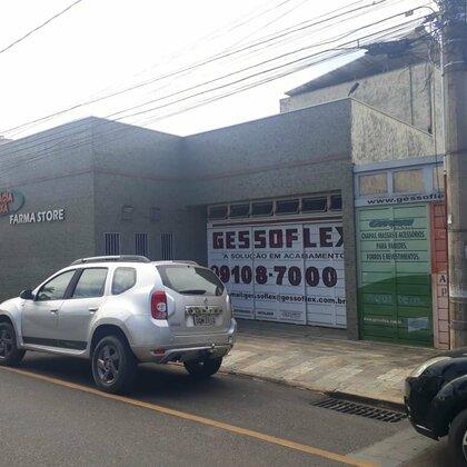 Aluga-se ponto comercial na Rua Calimério Guimarães - Araxá MG