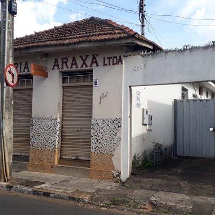 Aluga-se cômodo comercial na Rua Franklin de Castro, no Centro de Araxá
