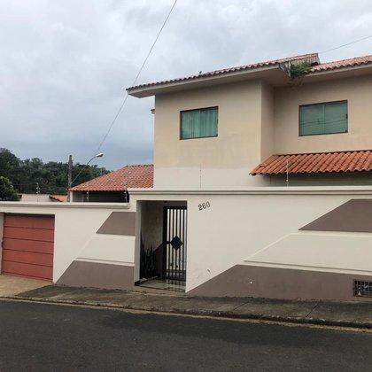 Vende-se casa com  3 quartos no bairro Veredas, Araxá MG
