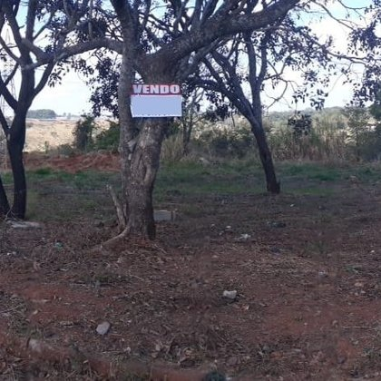 Vende-se terreno plano de 720m² no bairro Parque das Flores - Araxá MG