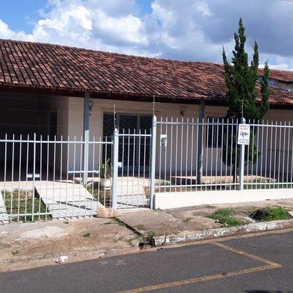 Vende-se casa em avenida do Bairro José Ferreira Guimarães (Mangueira II), em Araxá MG