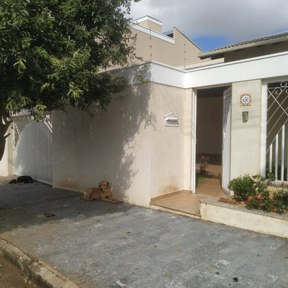Vende-se casa com ótimos acabamentos e ampla área de lazer no Bairro Solaris, Araxá MG